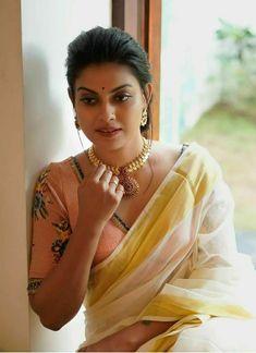 Indian Desi beauties Indian beautiful girl – Indian Desi Beauty – Indian Beautiful Girls and Ladies Beautiful Girl Photo, Beautiful Girl Indian, Most Beautiful Indian Actress, Beautiful Saree, Beautiful Ladies, Indian Natural Beauty, Indian Beauty Saree, Beauty Full Girl, Beauty Women