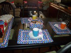 chá das cinco - canecas coloridas e jogo americano floral By Rose Oak