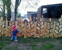 Ideas For A Garden Fence Design - Uncinetto Garden Crafts, Garden Projects, Wood Projects, Diy Garden, Garden Ideas, Garden Fencing, Fence Design, Outdoor Projects, Backyard Landscaping