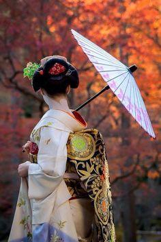 Geisha 🎎 — s-ousha: by gaap Japanese Beauty, Japanese Girl, Asian Beauty, Geisha Japan, Geisha Art, Japon Tokyo, Art Asiatique, Turning Japanese, Art Japonais