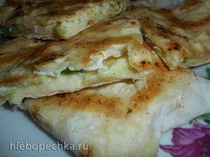 Ёка - горячая лепешка с начинкой из лаваша Лаваш 1 шт Яйцо 2 шт Сыр сулугуни 100 гр Зелень по вкусу Соль по вкусу Перец по вкусу Масло сливочное