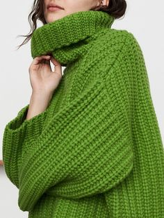 Green Turtleneck, Long Sleeve Turtleneck, Green Sweater, Casual Sweaters, Sweater Shop, Fashion Online, Turtle Neck, Fashion Outfits, Style Clothes