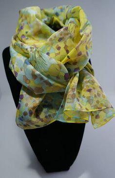 23444bdb29d5 Echarpe foulard en Soie peint main Acacia Soie Peinte, Echarpe, Foulard,  Mains,