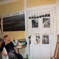 Eine kleine Rast von der Weihnachtshektik in meinem Atelier 🎄🎄🎄 Power Trip, Liquor Cabinet, Photo Wall, Furniture, Home Decor, Atelier, Abstract Pictures, Painting Abstract, Abstract Landscape