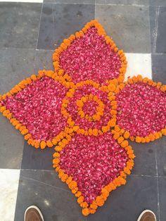 Our Wedding Anniversary - Office Decor's İdeas Easy Rangoli Designs Diwali, Simple Rangoli Designs Images, Free Hand Rangoli Design, Rangoli Ideas, Diwali Diy, Colorful Rangoli Designs, Diwali Rangoli, Flower Rangoli Images, Rangoli Designs Flower