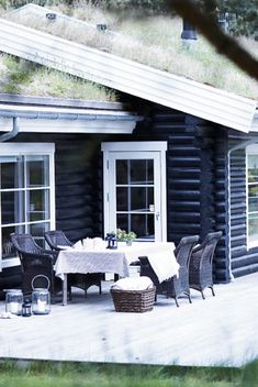 White washed interior cabin with black exterior - GRASS ROOF! House Of Philia, Log Cabin Exterior, Wooden House, Nordic Design, Cabins In The Woods, Log Homes, Scandinavian Style, Black House, My Dream Home