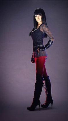 Love the outfits worn by Kenzi played by Ksenia Solo in the TV lost Girl series. Ksenia Solo, Anna Silk, Bettie Page, Kenzie Lost Girl, Lost Girl Fashion, The Rock, Gorgeous Women, Beautiful People, Emmanuelle Vaugier