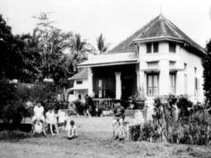 rumah belanda bandung Dutch East Indies, Dutch Colonial, Colonial Architecture, Old Pictures, Jakarta, Past, Outdoor Structures, History, House Styles