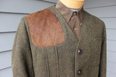 shooting patch - vintage 1960s ORVIS Mens Shooting jacket. Modified Norfolk. Olive Green Tweed - Suede trim. Size 43 - 44