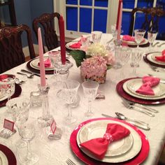 Romantic Valentine's Day Table Settings ~ love the vase (larger glass vase w/ smaller 1 inside, drop conversation hearts in between)