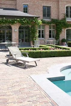 Outdoor area, lounging at the pool