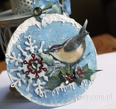 Produkty Latarnia Morska: baza akrylowa w kształcie koła, ćwiek serce przeźroczyste, ćwiek kryształek zielony vintage, biały tusz pigmentowy. Embellishments, Christmas Bulbs, Base, Scrapbook, Holiday Decor, Winter, Cards, Vintage, Home Decor