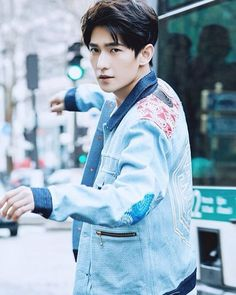 Yang Yang - SERIOUSLY HOW IS HE SO GORGEOUS
