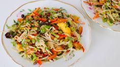 Asiatisk salat med nudlar. Foto: Mariell Øyre