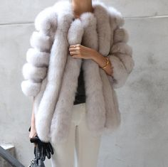 Best coats for fall straight from Paris Fashion Week street style looks. Fall for the camel wrap coat, grey straight, khaki parka and more. Fur Fashion, Look Fashion, Womens Fashion, Fashion Photo, Sweater Weather, Winter Wear, Autumn Winter Fashion, Winter Style, Fall Winter
