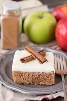 This cinnamon spice crazy cake is an amazing fall cake recipe! Also called a wacky cake and made without eggs, milk or butter. This is our family's favorite fall cinnamon cake because it's so easy! Fall Cake Recipes, Homemade Cake Recipes, Baking Recipes, Cupcake Recipes, Eggless Desserts, Köstliche Desserts, Delicious Desserts, Cinnamon Cake, Cinnamon Spice