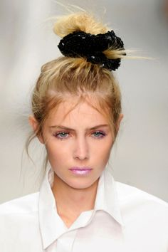 How to Wear a Scrunchie and Look Cool | Beauty High
