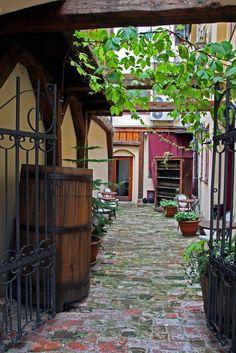 #Fotografias sobre #pormenores em vários lugares. Apontamentos: #Riga; Tunísia – diversos sítios; Léon – Espanha, na Calle El Cid