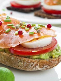 Meniu de pranz rapid: 3 sandvisuri sanatoase - Andreea Raicu Avocado Toast, Sandwiches, Cooking Recipes, Breakfast, Healthy, Food, Mariana, Chef Recipes, Hoods