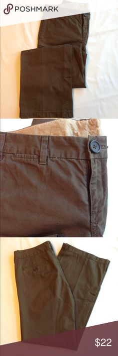 Banana Republic Chino Brown, straight leg pant, cotton, size 4, button closure, hip and back pockets. Banana Republic Pants Straight Leg