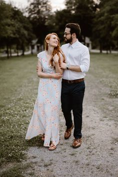 Sequoyah Park is a favorite for locals. It's understated beauty is the perfect background for engagement photos along the Tennessee River. Engagement Outfits, Engagement Session, Engagement Photos, State Of Tennessee, Tennessee River, Engagement Photographers, Perfect Fit, What To Wear, Park
