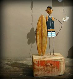 Todella hyvä! Driftwood Projects, Small Wood Projects, Driftwood Art, Art Projects, Fish Sculpture, Wood Sculpture, Diy Arts And Crafts, Hobbies And Crafts, Junk Art