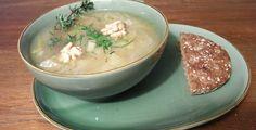Suppe aus vielerlei Zwiebeln - Rezept-Tipp - Die Techniker Krankenkasse kennt ein leckeres Zwiebelsuppen-Rezept - und räumt nebenbei mit Vorurteilen gegen Porree, Schalotten und Co. auf.