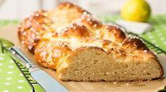 Rezept Osterbrot mit Quark - Hefeteig mit mehr Zucker und Quark, mit Hagelzucker bestreut - http://www.sanella.de/rezepte/osterbrot-mit-quark/12937