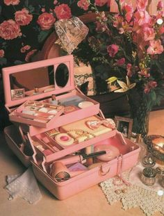 45 Brilliant Makeup Organizer Storage Ideas for Girls Caboodle from the So retro Vintage