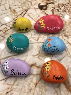 Painted rocks Stone Crafts, Rock Crafts, Crafts To Make, Crafts For Kids, Arts And Crafts, Pebble Painting, Pebble Art, Stone Painting, Painting Art