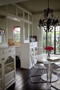 Absolutely LOVE these built ins. This looks like a great way to define my dining/kitchen from living space Ashley Madekwe, Interior Decorating, Interior Design, Decorating Ideas, Kitchen Dining, Dining Room, Kitchen Chairs, Kitchen Decor, Park Homes