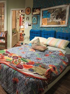 On the set of 2 Broke Girls, layers of charm and a lived-in aesthetic redefine boho chic