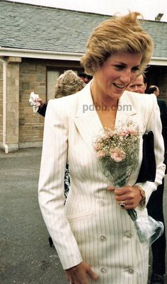 30 JUNE 1988 PRINCESS DIANA OPENS A NEW FISH MARKET DURING A VISIT TO NEWLYN…