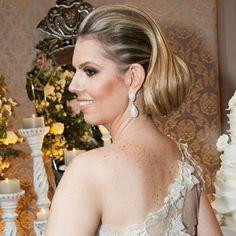 Uauuuu!!! Nossa noiva Francine arrasou com brincos de perola #mairabumachar #noivasmb #noivas #bride #bridecollection