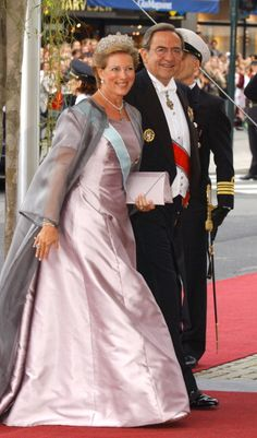Queen Anne-Marie and King Konstantin of Greece arrive at Oslo Cathedral for the wedding ceremony; wedding of Crown Prince Haakon of Norway and ms. Mette-Marit Tjessem Høiby, August 25th 2001