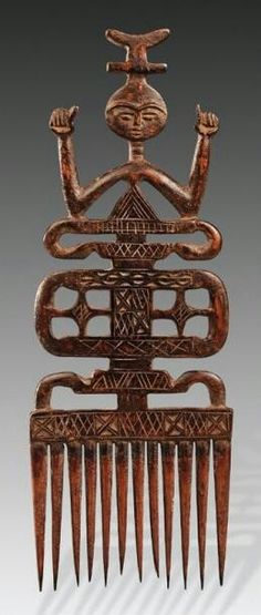Carved wood comb from the Ashanti people (Africa) Ashanti People, Ghana, Estilo Tribal, Afrique Art, Wood Comb, Art Tribal, Art Premier, Art Africain, Arte Popular