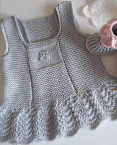 Fashion design patterns and sewing Lorena Knitting Baby Girl, Baby Girl Crochet, Crochet Baby Booties, Knit Baby Dress, Knitted Romper, Baby Cardigan, Baby Vest, Baby Dress Patterns, Baby Knitting Patterns