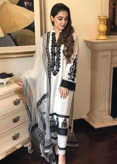 Pakistani Fancy Dresses, Beautiful Pakistani Dresses, Pakistani Fashion Casual, Pakistani Dress Design, Indian Fashion, Pakistani Suits, Stylish Dress Designs, Stylish Dresses, Simple Dresses