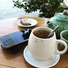 #inst10 #ReGram @vitinhthaian: Love a peaceful morning!  #coffee #morning #BlackBerryClubs #BlackBerryPhotos #BBer #BlackBerry #BlackBerryClassic #Classic #BlackBerryMens #2016 #QWERTY #Keyboard #Coffee