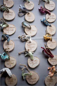 @officinadeiricami - Adorable little escort cards made of wood #wedding #rustic #woodland #woodlandwedding #escortcards