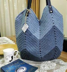 Pin by josiane canizares on sac mochilla Crochet Beach Bags, Crotchet Bags, Bag Crochet, Crochet Market Bag, Crochet Handbags, Crochet Purses, Crochet Stitches, Drawstring Bag Diy, Diy Bags