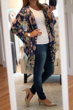 My August Stitch Fix For Less! Floral Kimono, Kensie jeans, and Franco Sarto nude pumps with low heels Kimono Outfit, Kimono Fashion, Boho Fashion, Fashion Outfits, Womens Fashion, Kimono Style, Mode Outfits, Casual Outfits, Spring Summer Fashion