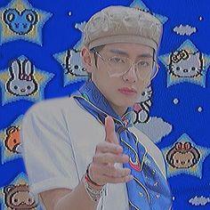 Foto Bts, Kpop Posters, Kim Taehyung, Bts Aesthetic Pictures, Bts Chibi, Bts Pictures, Bts Wallpaper, Bts Memes, Instagram