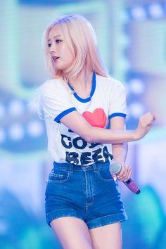 Apink Bomi Kpop Girl Groups, Korean Girl Groups, Kpop Girls, K Pop, Pink Panda, Korean Star, Pop Fashion, South Korean Girls, Girl Crushes