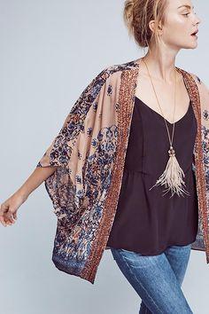 Astor Beaded Kimono … – Daily Fashion Tips Kimono Diy, Mode Kimono, Kimono Outfit, Kimono Cardigan, Kimono Jacket, Kimono Tutorial, Fall Kimono, Summer Kimono, Kimono Style