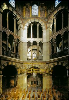 Interior de la capilla palatina de Carlomagno, Aquisgrán. 792-805. Arquitecto: Odo de Metz