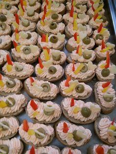 Hádam sa mi to podarí. Canapes, Mini Cupcakes, Sweets, Sugar, Cookies, Recipes, Food, Fitness, Czech Recipes