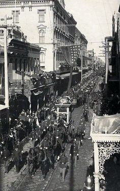 """Procession of Confederate President Jefferson Davis Coffin in horse-drawn wagon as the """"funeral procession for Jefferson Davis winds through the French Quarter in New Orleans on December New Orleans City, New Orleans Louisiana, American Civil War, American History, Old Pictures, Old Photos, Vintage Photos, Mardi Gras, Hollywood Cemetery"""