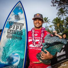 2016 Pipe Masters winner, Michel Bourez with the Pipe Masters trophy and surfboard by Phil Roberts North Shore Hawaii, John John Florence, World Surf League, Surfboard Art, Iconic Photos, Surfing, Waves, Club, Surf
