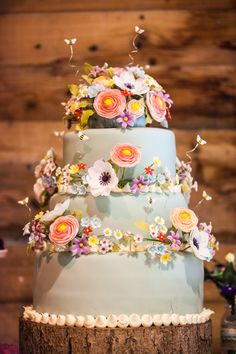 Our gorgeous wedding cake with sugar flowers!   English Country Garden Wedding | Creating California